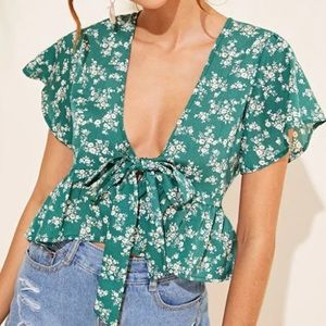 ❤️❤️❤️ Floral Tie Front Ruffle sleeve top